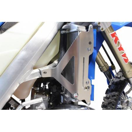 AX1535 Protecciones radiadores AXP TM EN 300 2019-2019 Negro